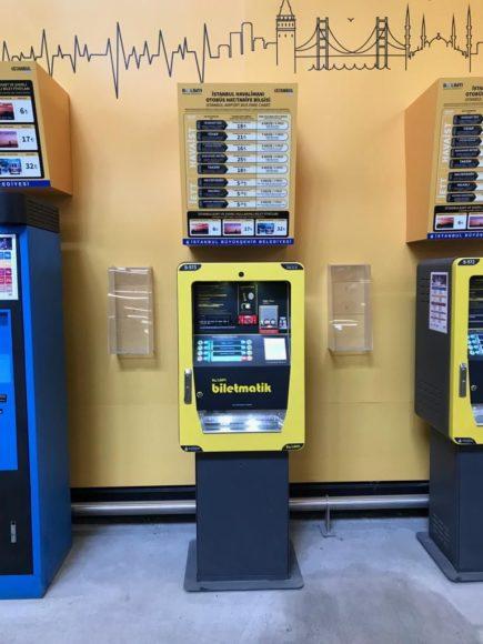 イスタンブール空港のイスタンブールカード販売機