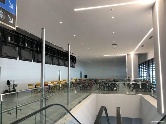 イスタンブール空港 国際線出発口付近上階の食事スペース