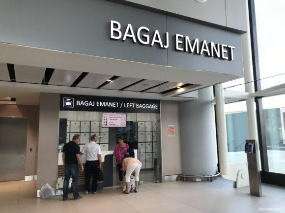 イスタンブール空港到着フロアの荷物預所