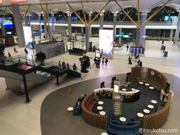 イスタンブール空港国内線出発ゲート付近の施設