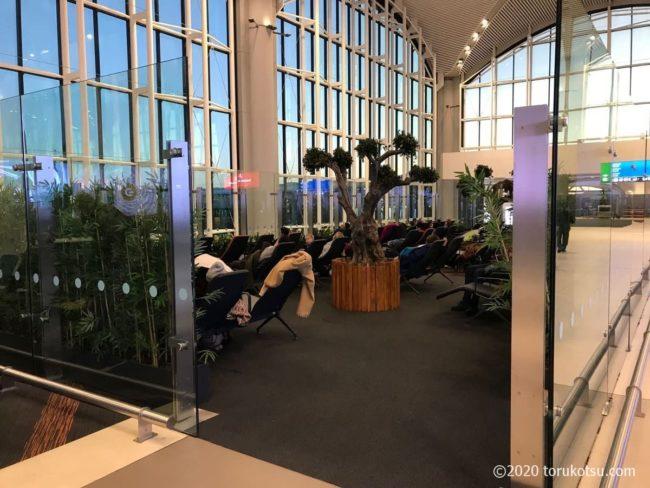イスタンブール空港国際線出発ロビーの休憩所