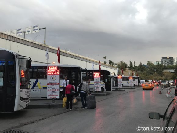 アンカラ観光参考写真【バスターミナルAŞTİの無料送迎バス乗場】