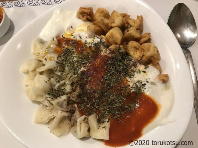 ヨーグルトを使ったトルコ料理のマンテゥ
