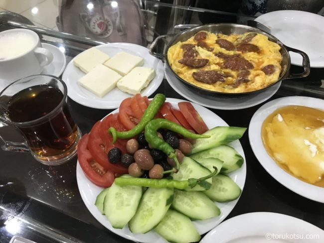 トルコの朝食【イズミルのカイマク専門店】