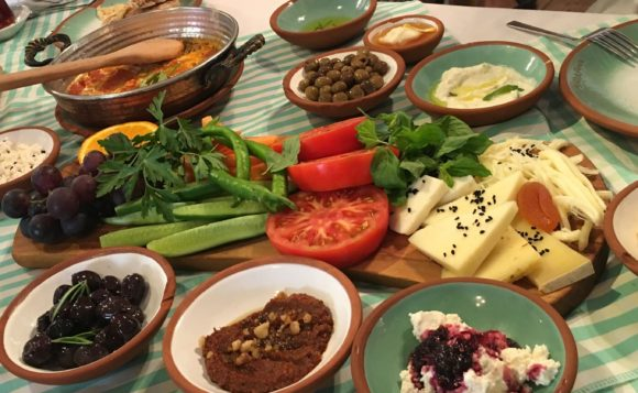 トルコの朝食【Çeşme Bazlam】