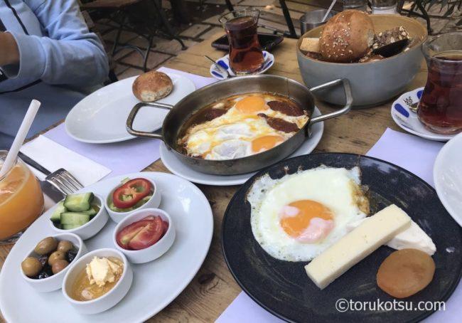 トルコの朝食が楽しめるレストラン【Limonlu Bahçe】
