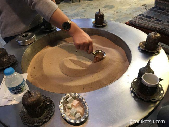 シリンジェ村の砂でいれるトルココーヒー