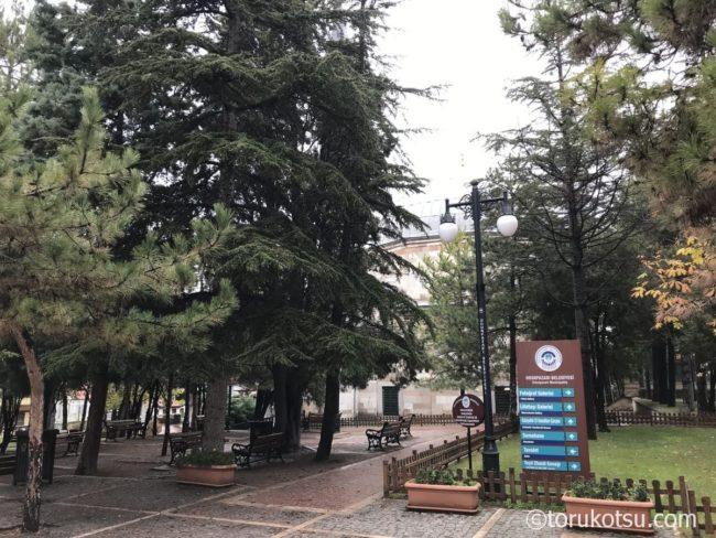 クルシュンル・モスクの敷地内
