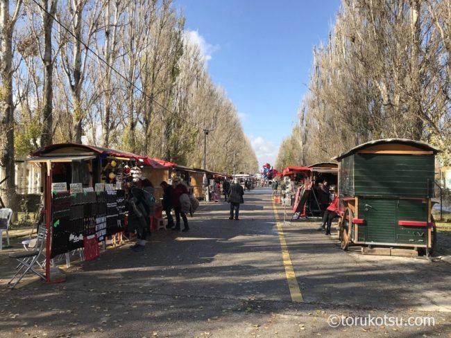 サゾヴァ公園の中央をはしる並木通り