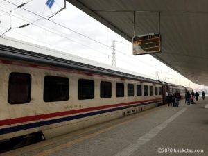 イスタンブールから夜行列車でソフィアへ【ソフィア駅到着時】